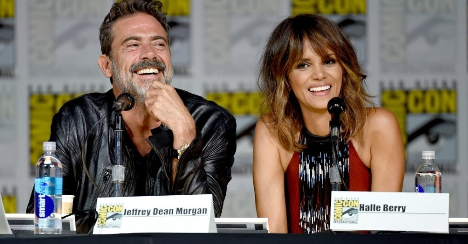 9.jul.2015 - Ao lado do ator Jeffrey Dean Morgan, Halle Berry divulga a série