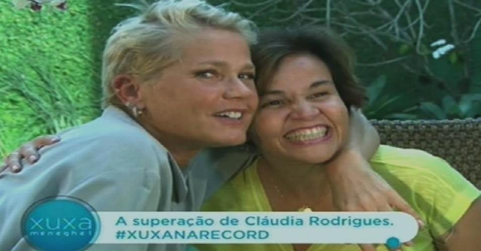 19.out.2015 - Xuxa posa com Claudia Rodrigues