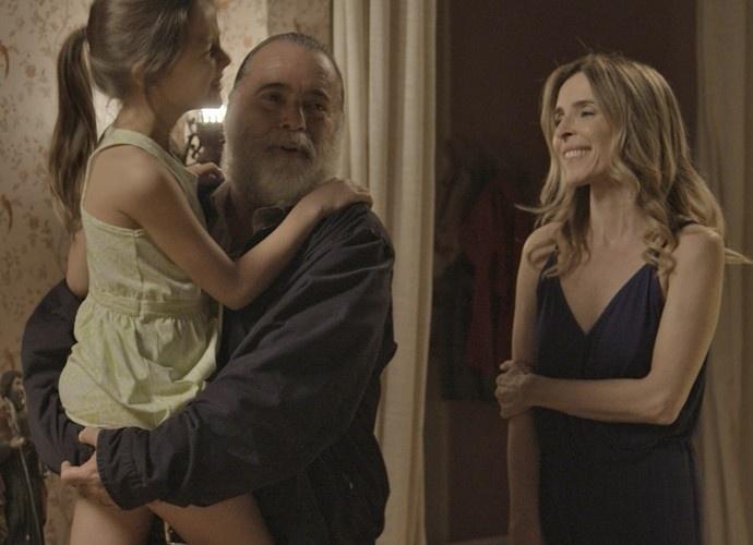 Romero descobre que Zé Maria é o pai da filha de Kiki