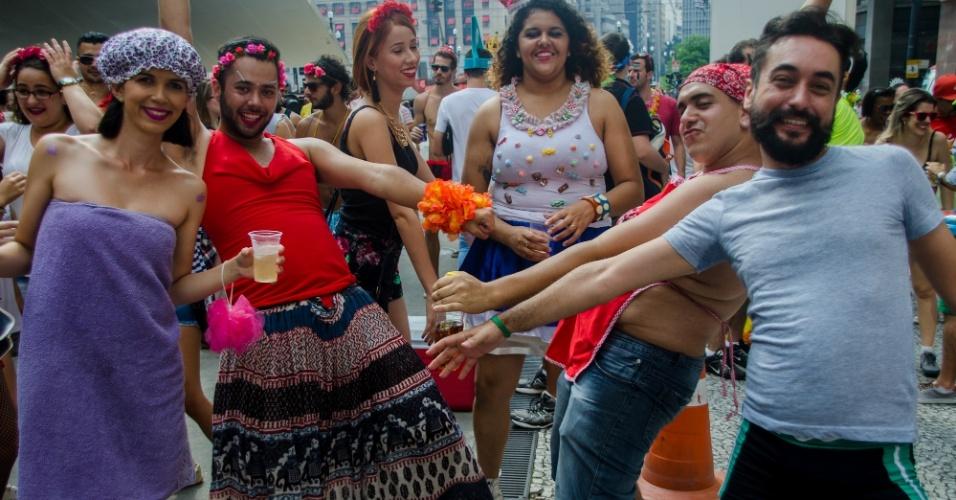 7.fev.2016 - Foliões se divertem no Bloco Domingo Ela Não Vai, ao som de Gera Samba, É o Tchan entre outras, na Praça do Patriarca, região central da cidade