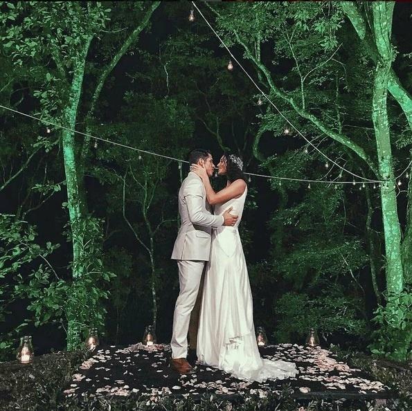22.mai.2016 - José Loreto e Débora Nascimento se casam no Rio de Janeiro em cerimônia com a presença de amigos famosos