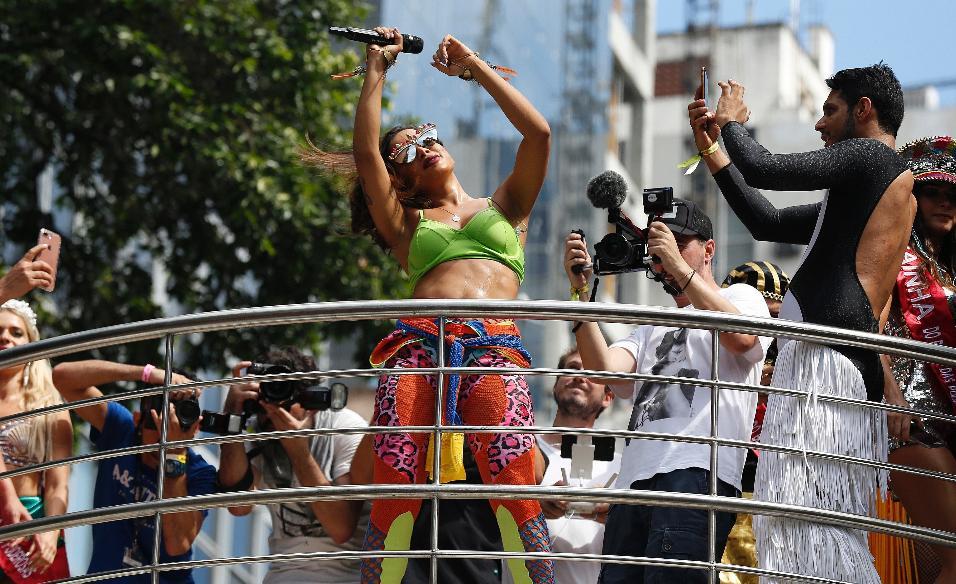 Anitta comanda o Bloco das Poderosas neste sábado (04), no Rio