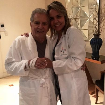 Carlos Alberto de Nóbrega e a noiva, a médica Renata Domingues - Reprodução/Instagram