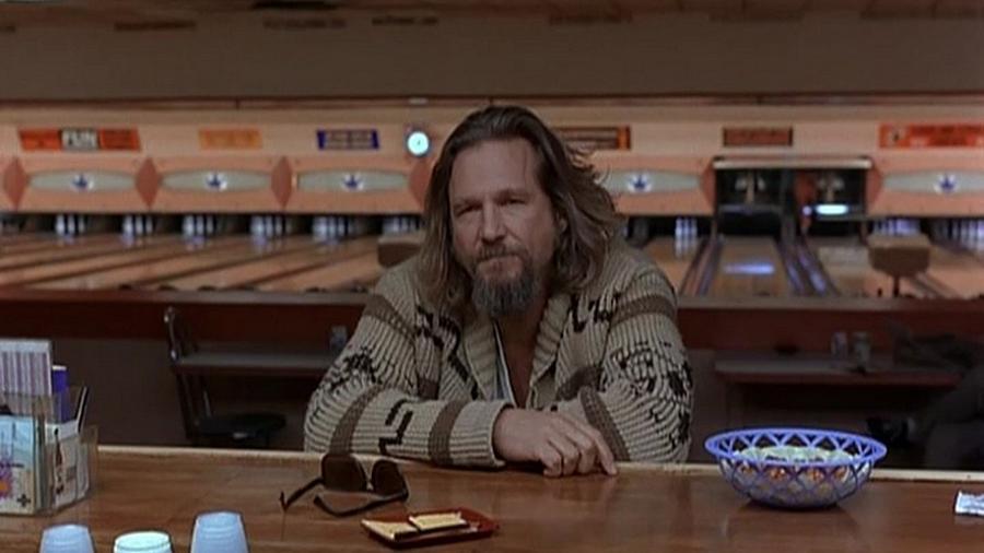 """Jeff Bridges em cena no filme """"O Grande Lebowski"""" (1998) - Divulgação"""