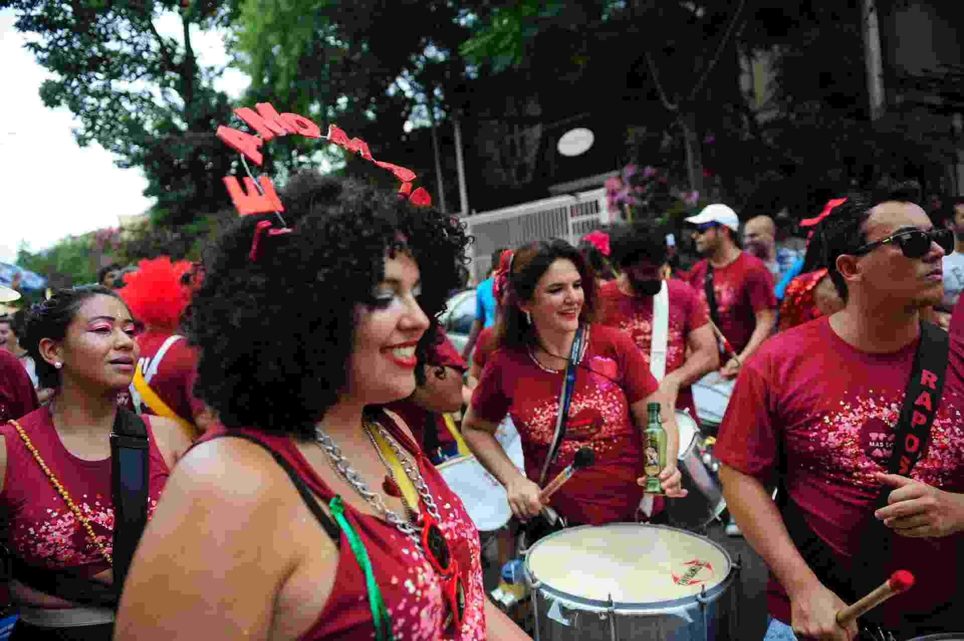 Bloco Te Amo, Mas Só Como Amigo desfila pelas ruas de Pinheiros na tarde deste sábado (17) - Junior Lago/UOL