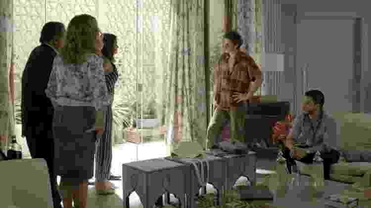 Escândalo com gravidez de Tônia vem à tona na frente da família do delegado Bruno - Reprodução/GShow/O Outro Lado do Paraíso - Reprodução/GShow/O Outro Lado do Paraíso