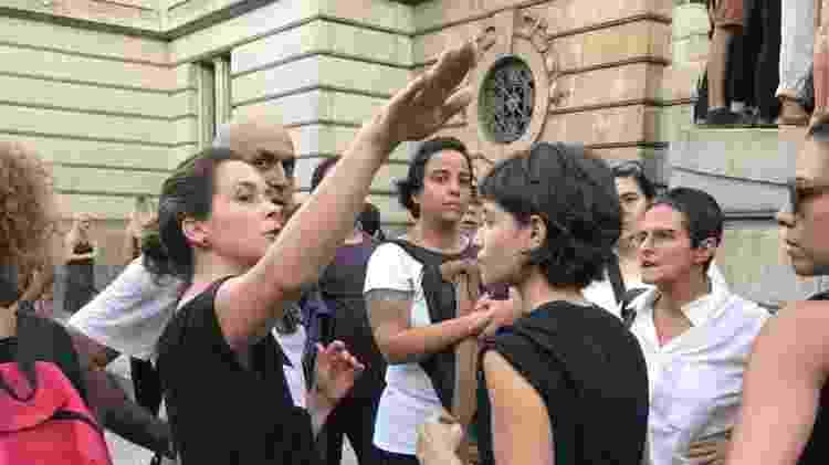 Claudia Abreu e Luisa Arraes foram ao ato no centro do Rio - Ana Cora Lima/UOL - Ana Cora Lima/UOL