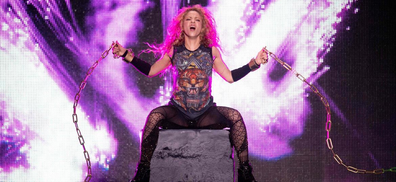 """Shakira apresenta show da turnê """"El Dorado"""" em Hamburgo, na Alemanha, em junho - Daniel Reinhardt/AFP"""