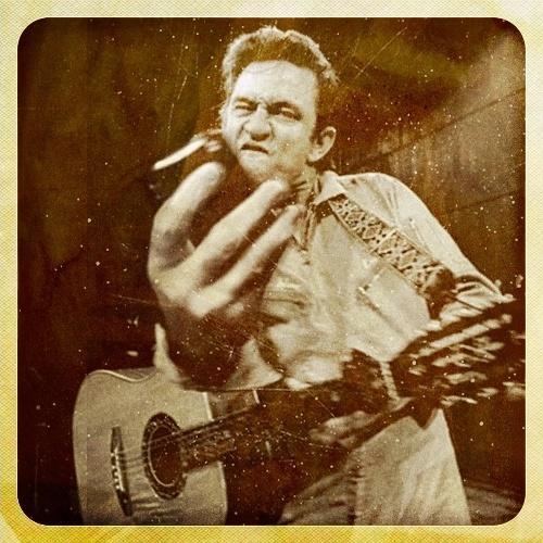 O primeiro trabalho a chamar a atenção e atrais fãs e haters foi quando ele colocou astros da música manipulando objetos tecnológicos. Nesta, Johnny Cash aparece com um celular