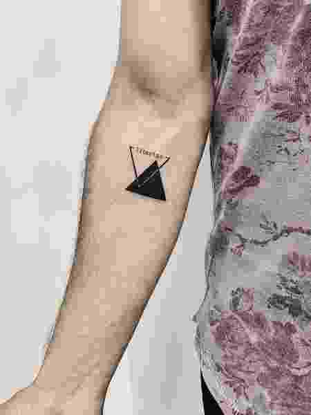 tatuou o símbolo - Reprodução/Instagram - Reprodução/Instagram