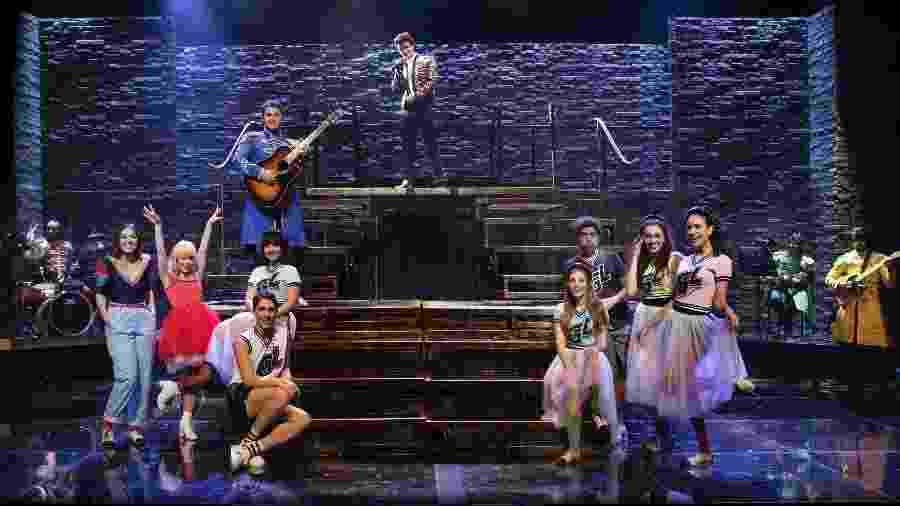 """Cena do musical """"Isso que é Amor"""" com músicas de Luan Santana - Hugo Cecatto"""