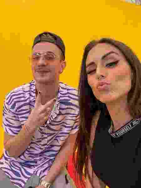 """Leo Picon e Stephanie Vegas nas filmagens de """"Pimpa Meu Feed"""" - Divulgação"""