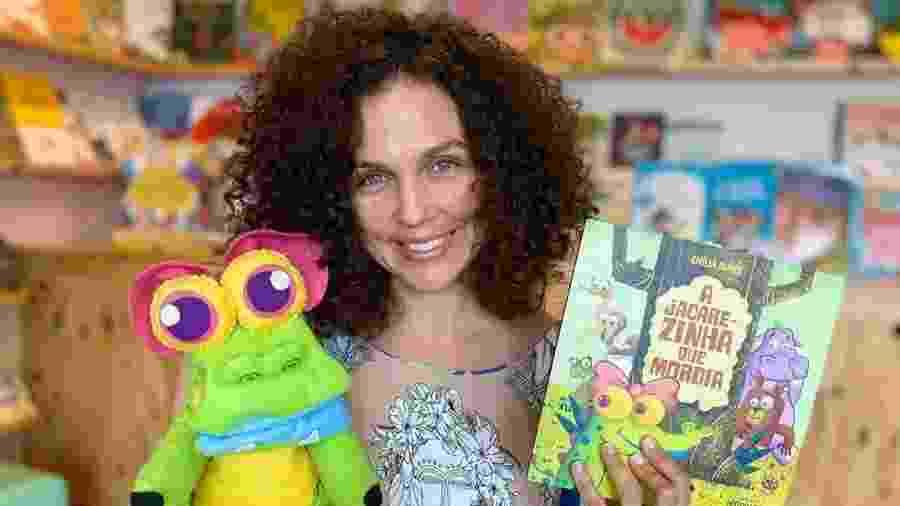 Emília Nuñez é contadora de histórias e tem a conta Mãe que Lê no Instagram, em que faz leituras de livros infantis - Reprodução/Instagram/@maequele