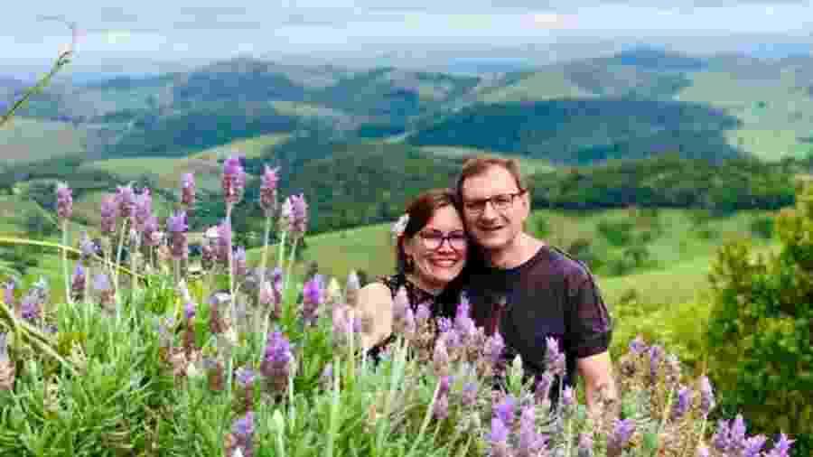 A master coach e orientadora educacional Marisa Lobato e o noivo Horst estão há seis meses sem se ver - Arquivo Pessoal