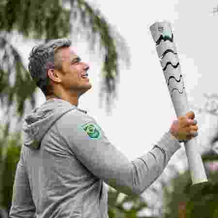 Otaviano Costa mostrou momento com tocha olímpica - Reprodução/Instagram @otaviano