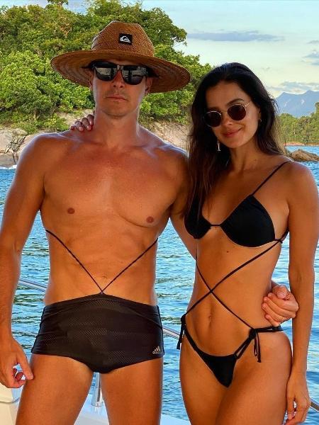 O apresentador Rodrigo Faro brincou com modelo de biquíni, ao lado da parceira Vera Viel, que também apostou nas amarrações - Reprodução/Instagram