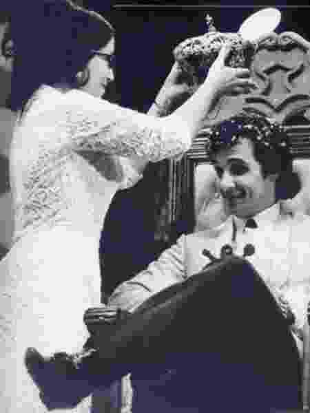 """Roberto Carlos foi coroado no programa do """"Chacrinha"""" - Reprodução - Reprodução"""