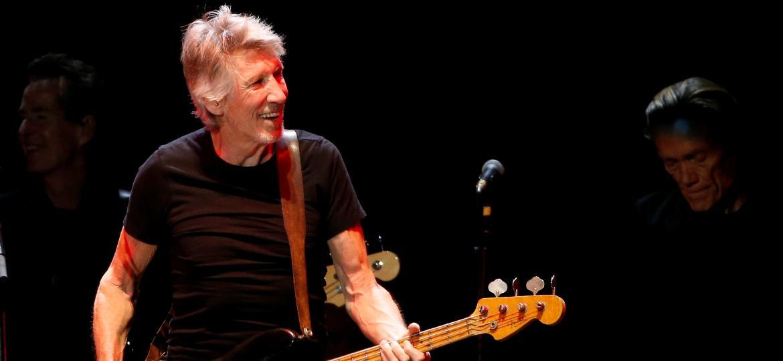 9.out.2016 - Roger Waters se apresenta à plateia do Desert Trip no show que abriu a noite de domingo - Mario Anzuoni/Reuters