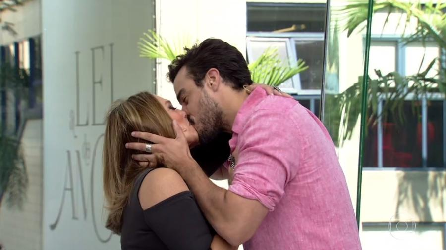 """Susana Vieira se despede do """"Vídeo Show beijando Joaquim Lopes na boca - Reprodução/TV Globo"""