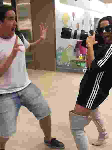 Anitta se diverte com paparazzo - Reprodução/Instagram - Reprodução/Instagram