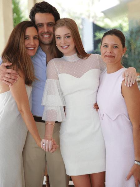 Marina Ruy Barbosa e Xandinho Negrão com as irmãs dele, Fernanda e Gisela - Reprodução/Instagram/marinaruybarbosa
