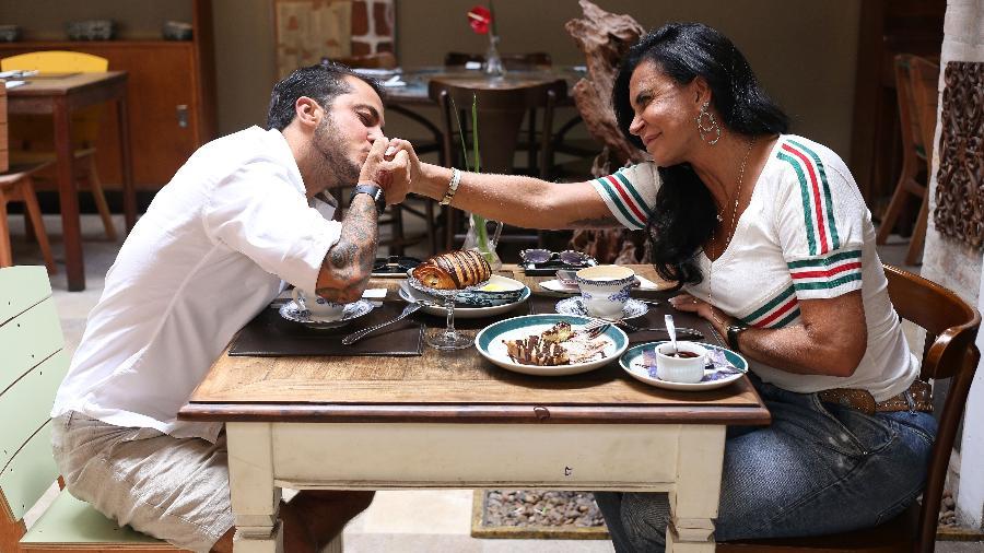 Thammy e Gretchen em momento ternura entre mãe e filho que será exibido no reality show - Divulgação/Multishow