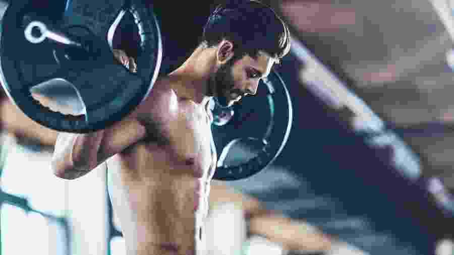 A musculação aumenta a massa magra e faz com que o corpo queime mais calorias em repouso - iStock