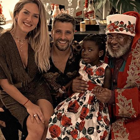 Giovanna Ewbank, Bruno Gagliasso, Titi e o Papai Noel Rubens Campolino - Reprodução/Instagram