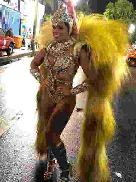 Thaina Oliveiraé a rainha de bateria da Inocentes de Belford Roxo - Monique Arruda/UOL