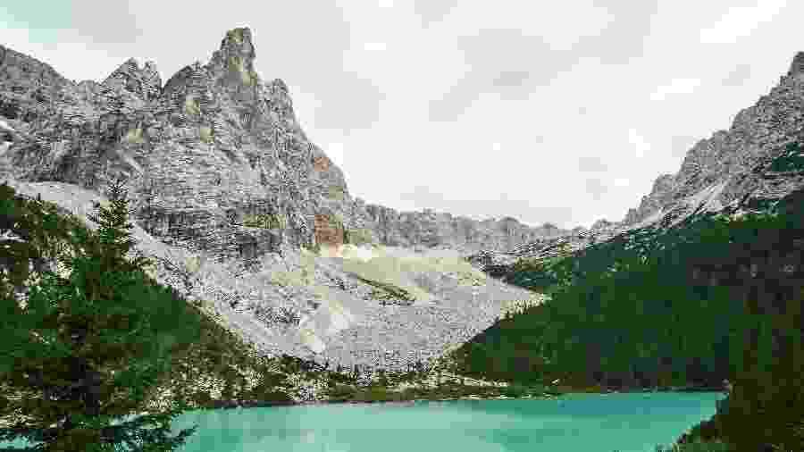 Lago Sorapis Lake, em Belluno, na Itália - Nicola Pavan/Unsplash