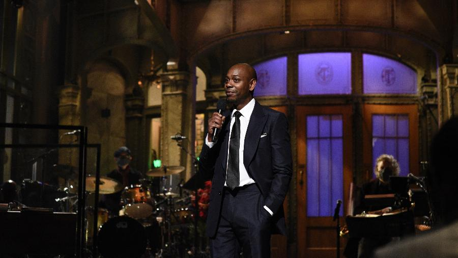"07.11.2020 - Dave Chappelle apresentando o ""Saturday Night Live"" - NBCU Photo Bank via Getty Images"