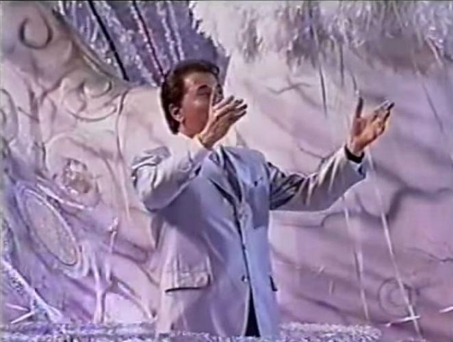 26.jul.2015 - Silvio Santos foi tema da escola de samba Tradição, no Carnaval do Rio de Janeiro, em 2001.