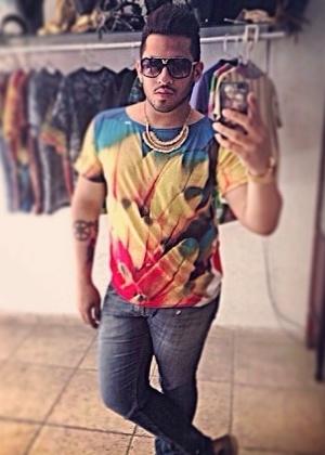 Laéllyo Mesquita faz as camisetas na fábrica de sua mãe em Picos, no Piauí - Reprodução/Instagram/@laellyomesquita