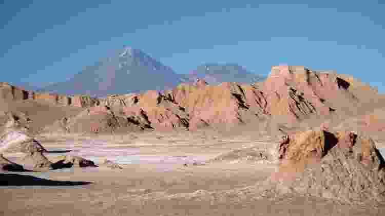 Vista do Valle de la Luna, uma das atrações naturais mais populares do Deserto do Atacama. Seu nome é uma referência ao aspecto de visual lunar da região - Eduardo Vessoni/UOL - Eduardo Vessoni/UOL