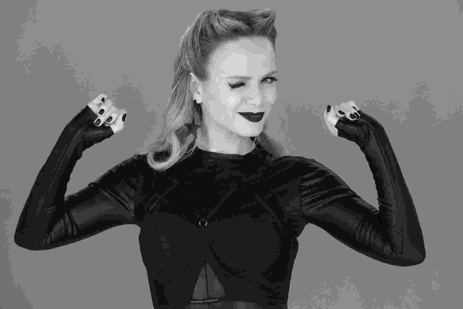 """20.mai.2016 - Eliana grava sua versão para o clipe """"Bang"""", da cantora Anitta. Performance da apresentadora irá ao ar neste domingo (22), no SBT - Leonardo Nones/SBT"""