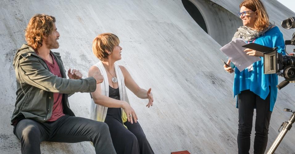 """Helô (Claudia Abreu) e Pedro (Reynaldo Gianecchini) gravam """"A Lei do Amor"""""""