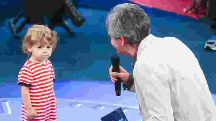 """Thomas, filho de Serginho Groisman, no palco do """"Altas Horas"""" - Manuela Scarpa/Brazil News - Manuela Scarpa/Brazil News"""