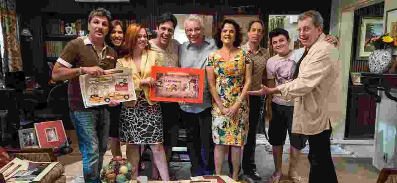 """Daniel Filho com os personagens de """"A Grande Família"""" na gravação do último episódio, em agosto de 2014 - Ellen Soares/Divulgação/TV Globo"""