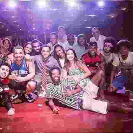 """Solange e os colegas do elenco da peça teatral em cartaz no Rio, """"Morro da Trincheira""""  - Reprodução/Instagram/@solsolvega - Reprodução/Instagram/@solsolvega"""