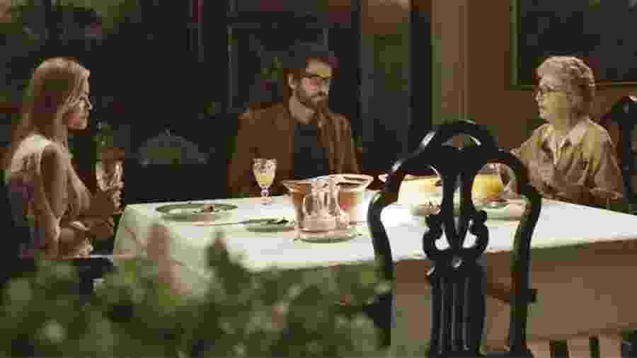 Samuel apresenta a namorada Suzy à mãe Adnéia - Reprodução/Globo