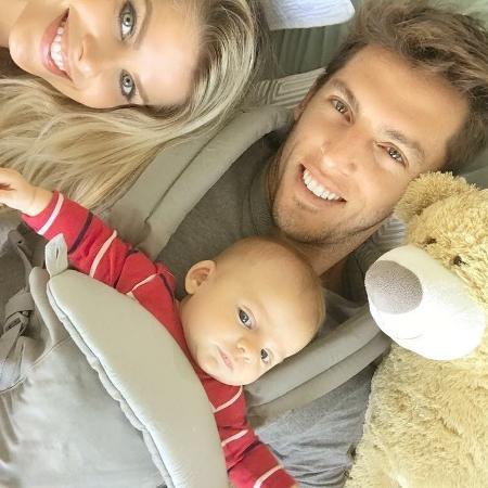 Karina Bacchi com o namorado, Amaury Nunes, e o filho, Enrico - Reprodução/Instagram