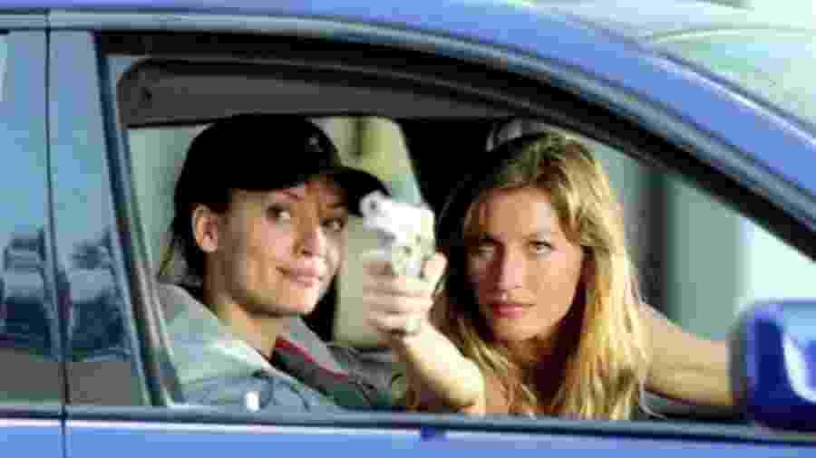 """Ana Cristina de Oliveira e Gisele Bündchen em cena em """"Táxi"""" (2004), que será exibido hoje na Sessão da Tarde - Divulgação"""