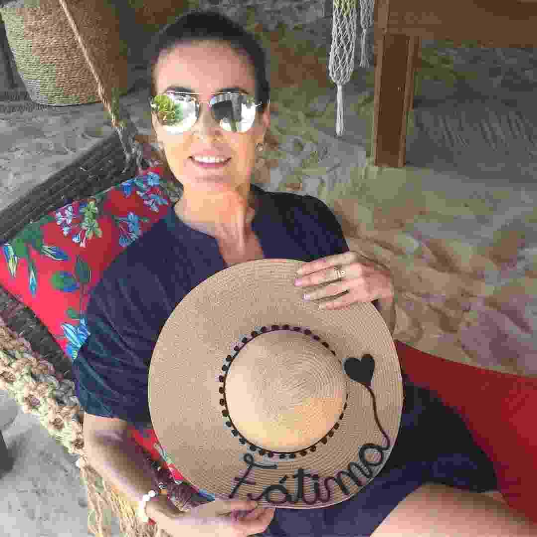 Fotos  Tendência de verão  famosas adotam chapéu de palha bordado ... 0e42c68134e