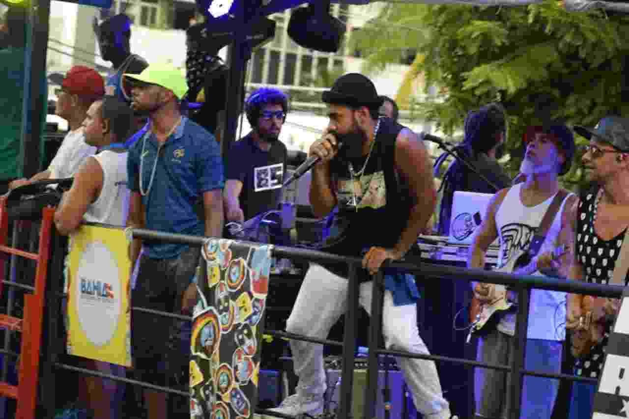A banda Baiana System, um dos principais nomes da cena independente da Bahia, arrastou uma multidão em um trio sem cordas no circuito do Campo Grande, do Carnaval de Salvador - Gabriel e Vitor Murilo/AGFPontes