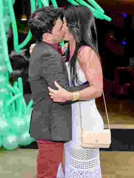 Zezé di Camargo dá beijão em namorada, Graciele Lacerda - Manuela Scarpa/Brazil News