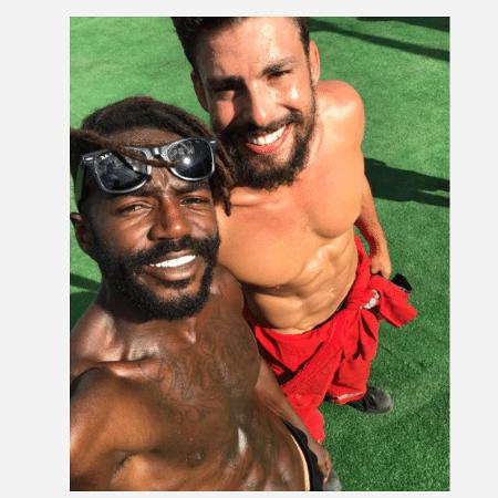 """Jonathan Azevedo e  Cauã Reymond estão na série """"Ilha de Ferro"""" - Reprodução/Instagram"""