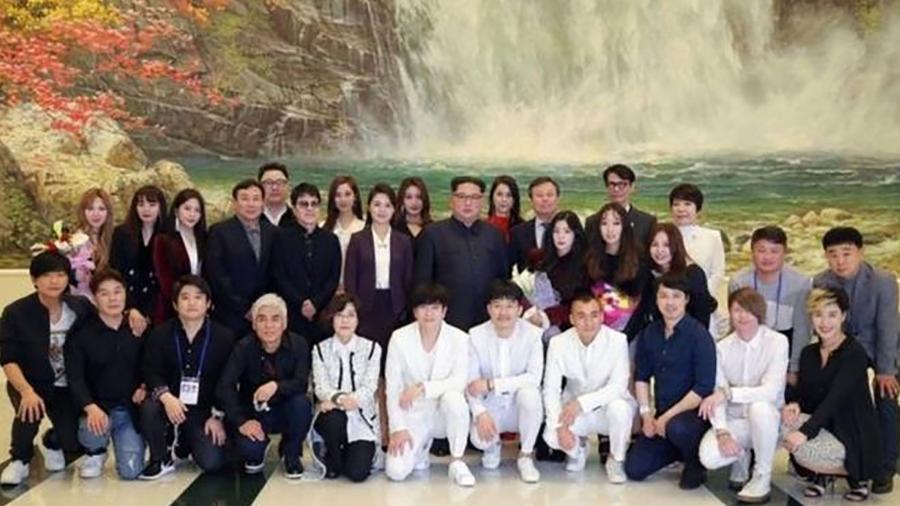 Pela primeira vez, um líder da Coreia do Norte assiste a um show de músicos da Coreia do Sul  - EPA