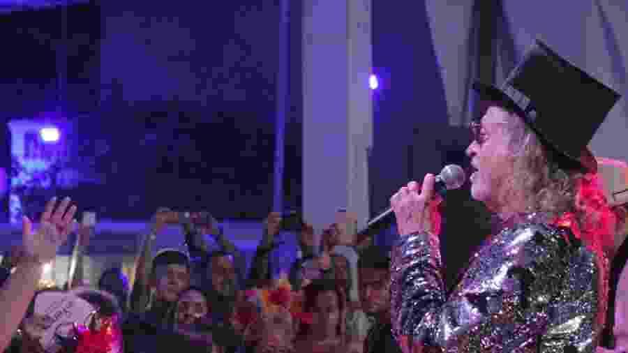 Alceu Valença durante show em sua casa em Olinda - Alcione Ferreira/UOL