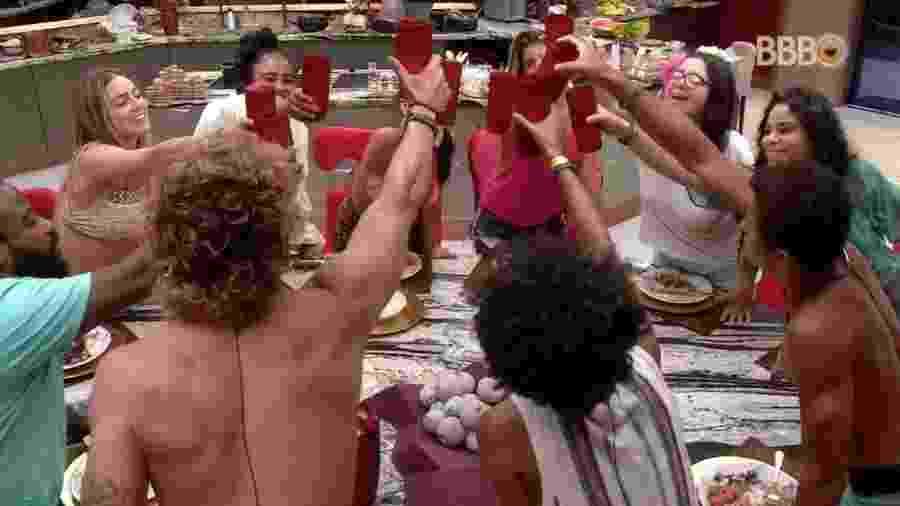 """Brothers fazem brinde durante almoço do """"BBB19"""" - Reprodução/GloboPlay"""