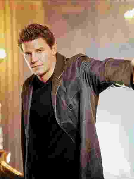 """David Boreanaz em """"Angel: O Caça-Vampiros"""" - Divulgação/IMDb"""